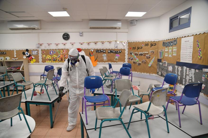 تمرد وتهديدات بسبب موعد فتح المؤسسات التعليمية لدى الاحتلال
