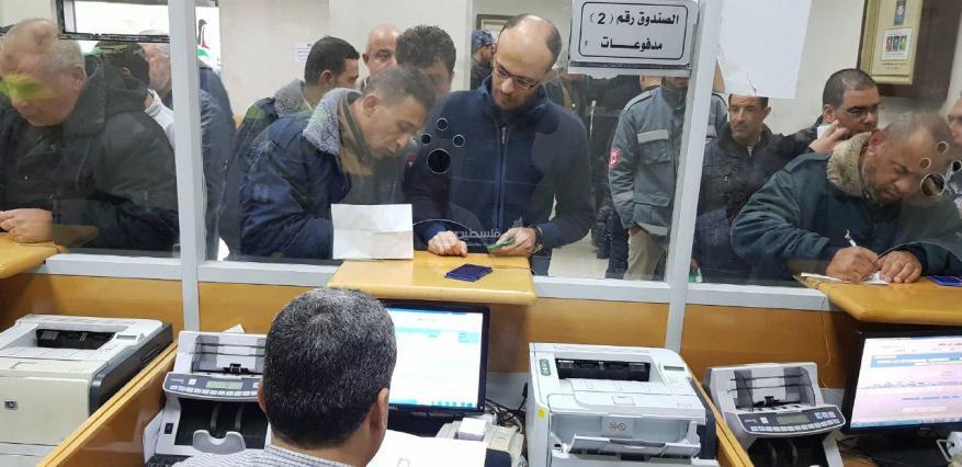 المكتب الإعلامي الحكومي: رفع الحجب عن 800 موظف بغزة ضمن المستفيدين من المنحة القطرية
