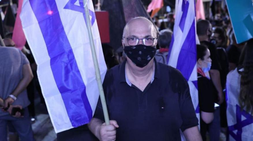 """في ذكراها.. منسق صفقة """"شاليط"""" يتظاهر ضد نتنياهو"""