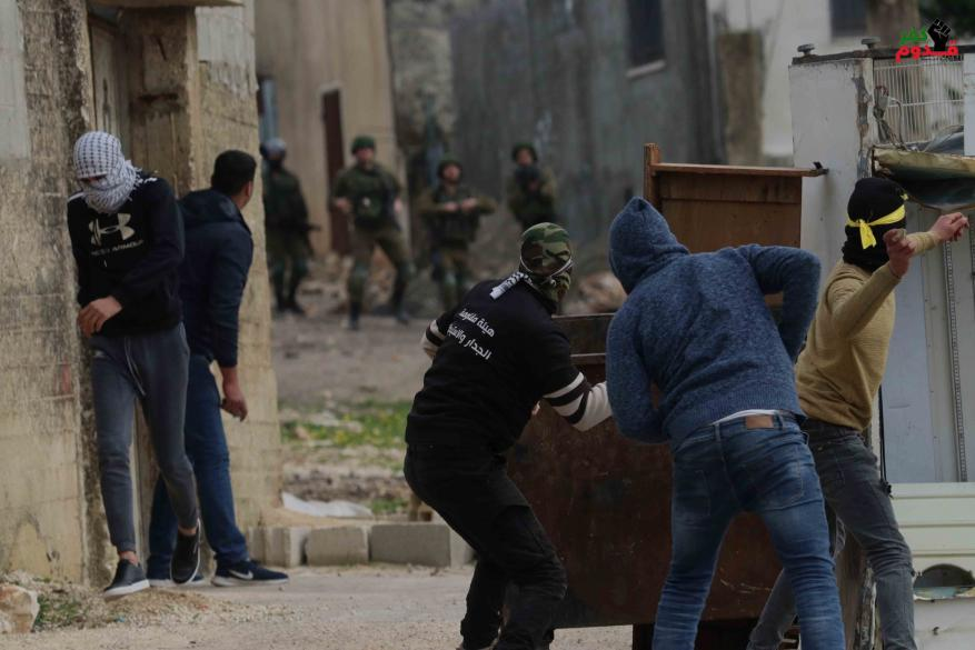 حالات اختناق جراء قمع الاحتلال مسيرة كفر قدوم الأسبوعية