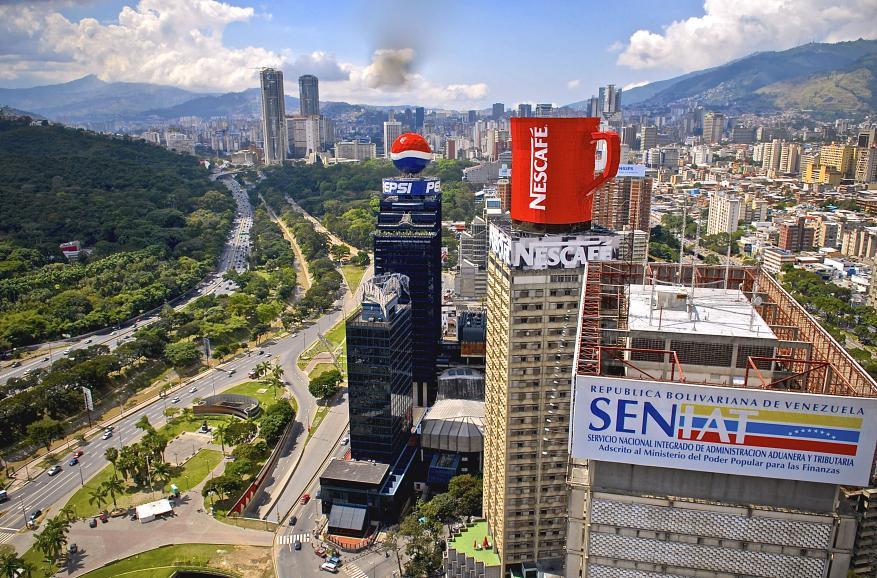 سباق القراصنة والثوريين.. كيف تحولت فنزويلا من الثراء إلى الفقر والانهيار؟
