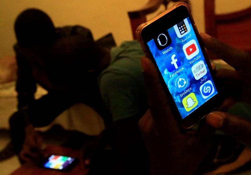 كيف يعيش السودانيون بغير إنترنت؟