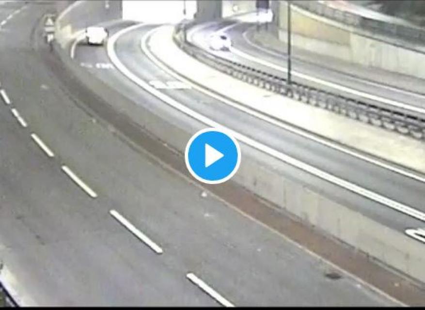 كاميرا مراقبة ترصد حادث سير مروعا في بريطانيا