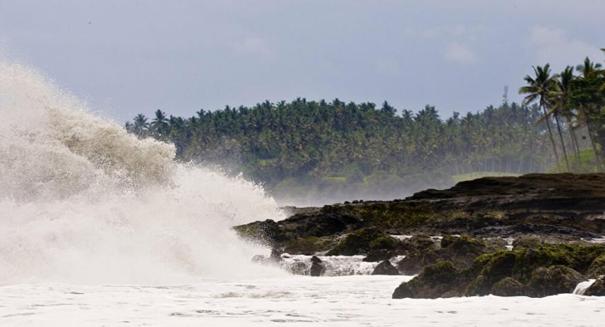 """زلزال بقوة 7.7 درجة يضرب المحيط الهادئ وتحذير من موجات """"تسونامي"""""""