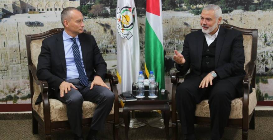 هنية يبحث مع ميلادينوف ملف الانتخابات الفلسطينية