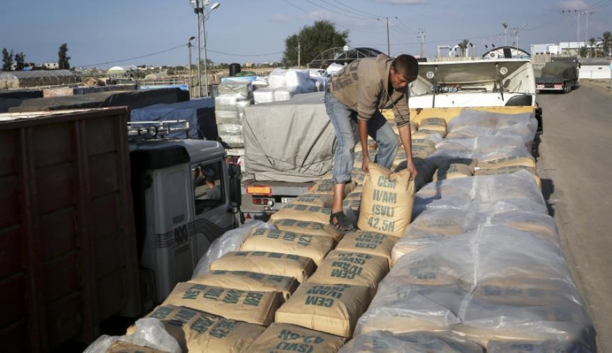 الاحتلال يوقف إدخال مواد البناء إلى قطاع غزة