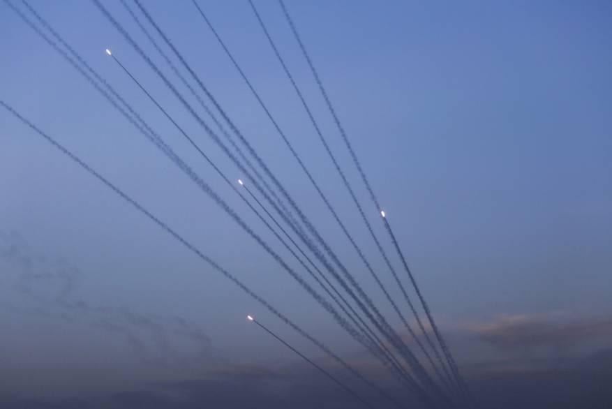 """""""والا"""": غزة ستطلق ألف صاروخ يوميا في التصعيد المقبل"""