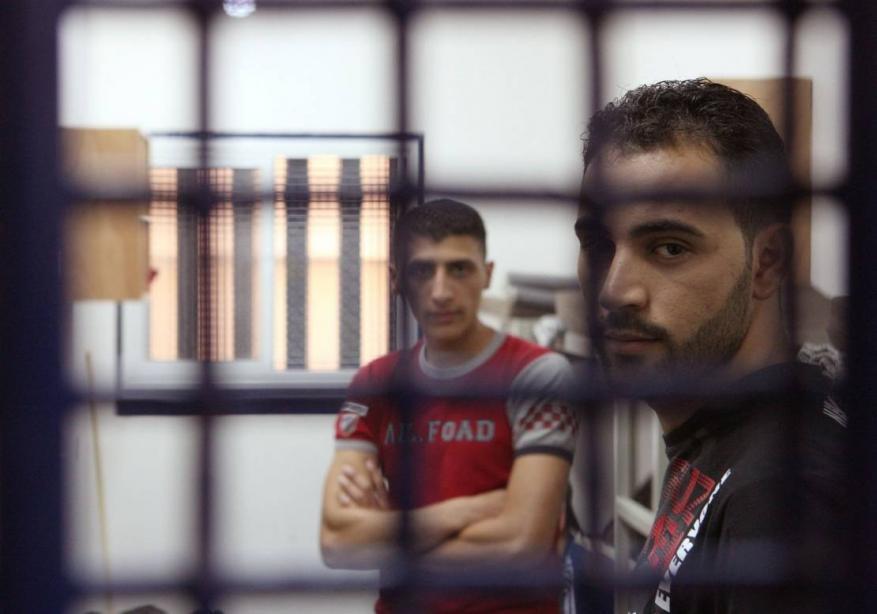 عشية عيد الفطر.. 4800 أسيرًا بسجون الاحتلال
