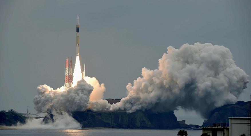 """للمرة الأول.. صاروخ """"إبسيلون"""" الياباني يحمل 7 أقمار صناعية إلى الفضاء"""