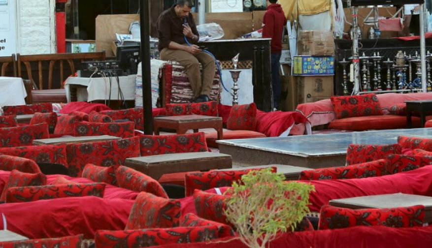 مصر تغلق المقاهي والنوادي الليلية والمراكز التجارية والمطاعم ليلا حتى 31 مارس