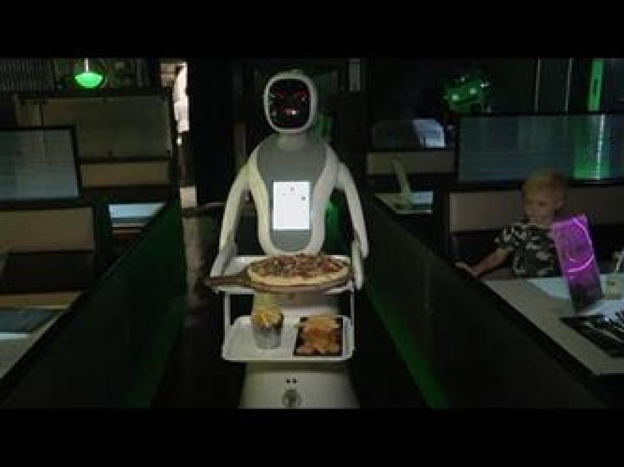 """روبوتات لخدمة الزبائن في أول مطعم """"للخيال العلمي"""" في بريطانيا"""