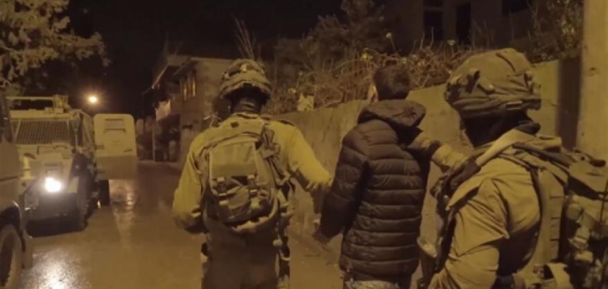 حملة مداهمات واعتقالات واسعة بالضفة الغربية المحتلة