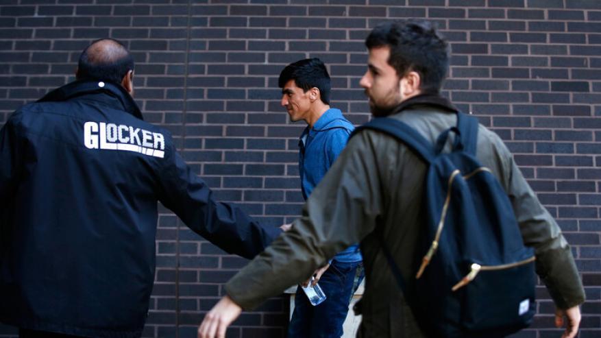 بريطانيا: جميع المهاجرين الذين يعيشون في البلاد مؤهلين للحصول على لقاح كورونا