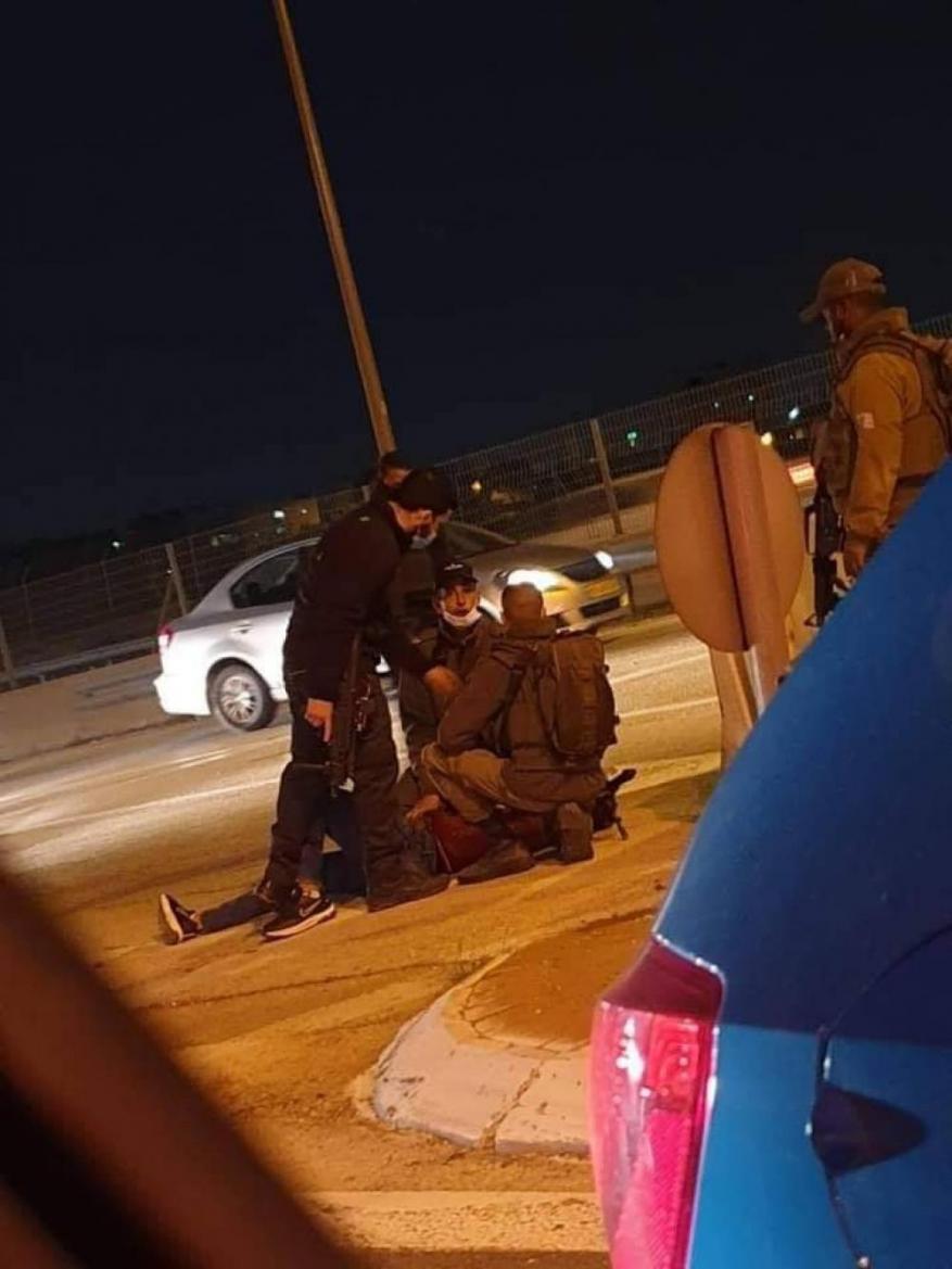 الاحتلال يعتقل شابًا على حاجز الزعيم شرق القدس
