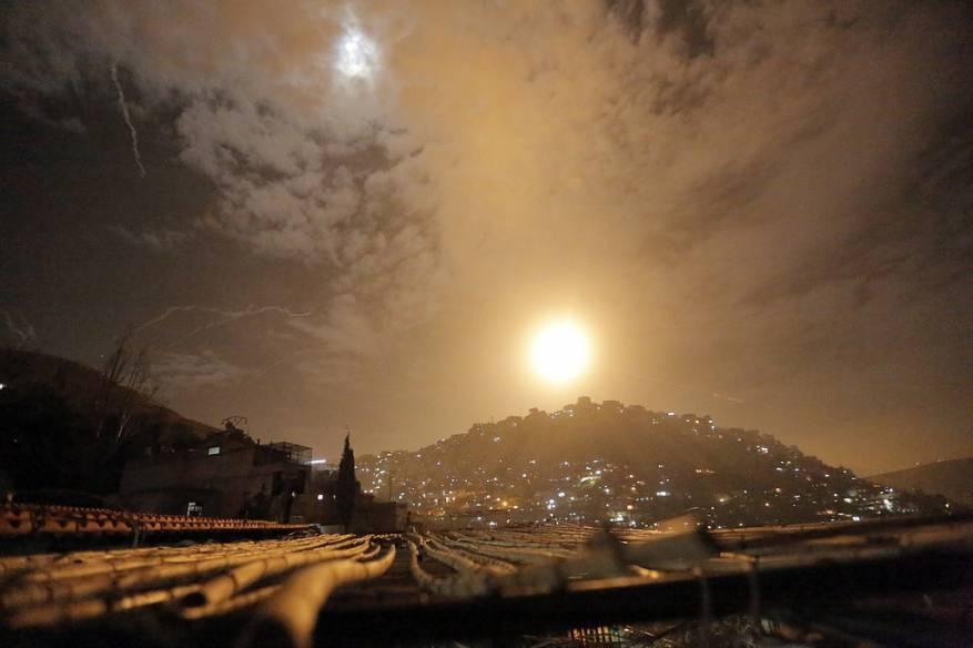 """صحيفة اسرائيلية: إيران تتجه لنقل عملياتها من مطار دمشق الى قاعدة """"تي فور"""""""