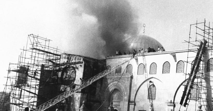 ما زالت النيران تشتعل في جنبات المسجد الأقصى المبارك