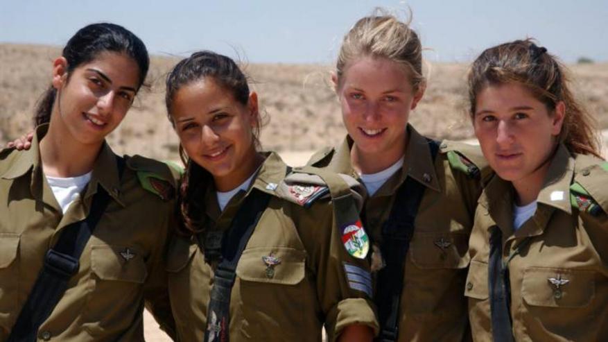 """جيش الاحتلال يقرّ بفشل المجندات باختبار """"تلقيم المدفعية"""""""