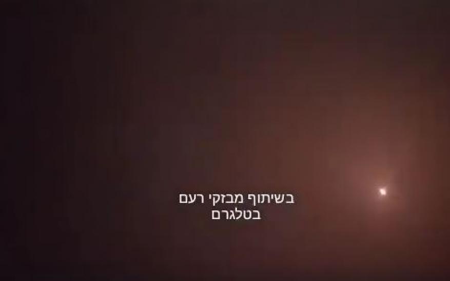 لحظة إطلاق صاروخ من قطاع غزة صوب تل أبيب