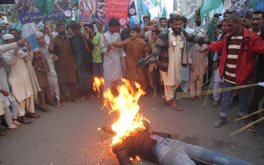 مظاهرات في كراتشي نصرة لـ سوريا وبورما