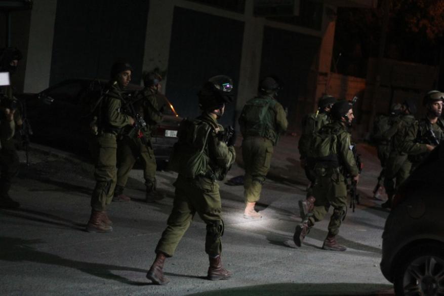 الاحتلال يعتقل 11 مواطنا في الضفة الغربية