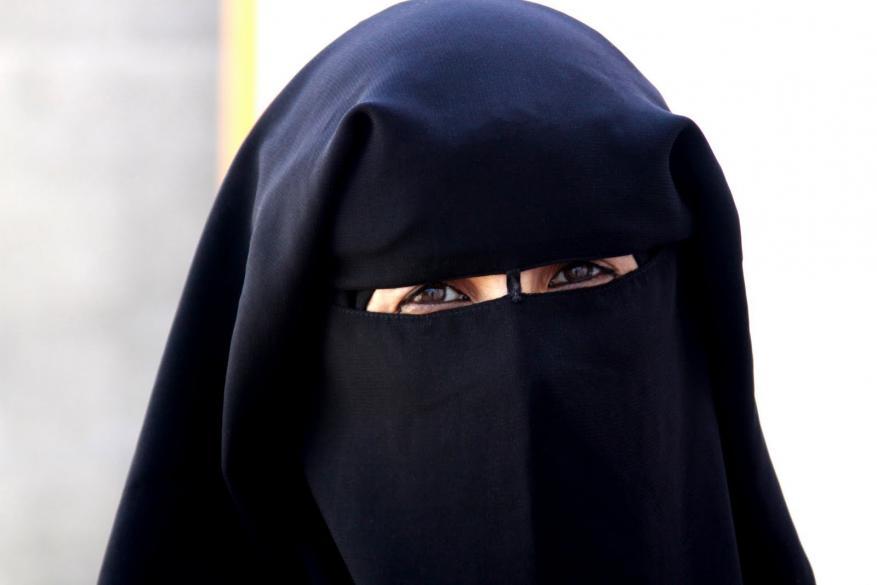 كازاخستان تدرس حظر اطلاق اللحى وارتداء النقاب في البلاد