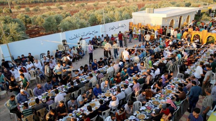عرس جماعي لـ 57 عريس من مهجري داريا السورية في إدلب