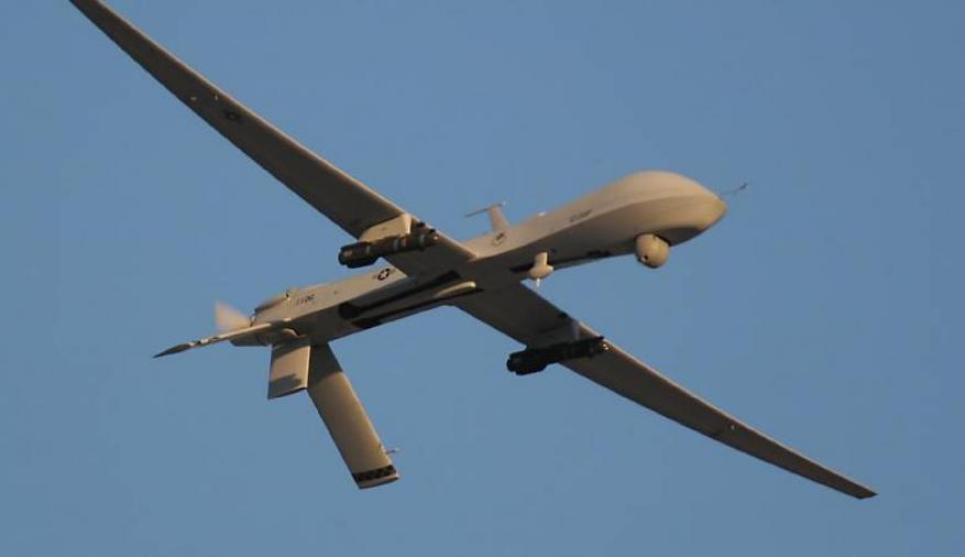 طائرة اسرائيلية تستهدف مطلقي الطائرات الورقية شرق البريج