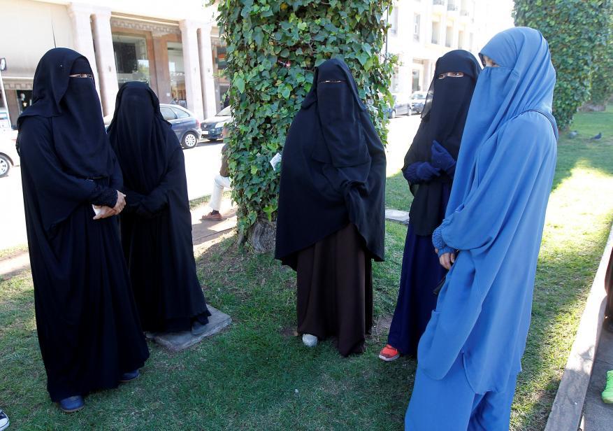 وزير ماليزي: حظر بعض الفنادق لارتداء الحجاب يعد انتهاكاً للدستور