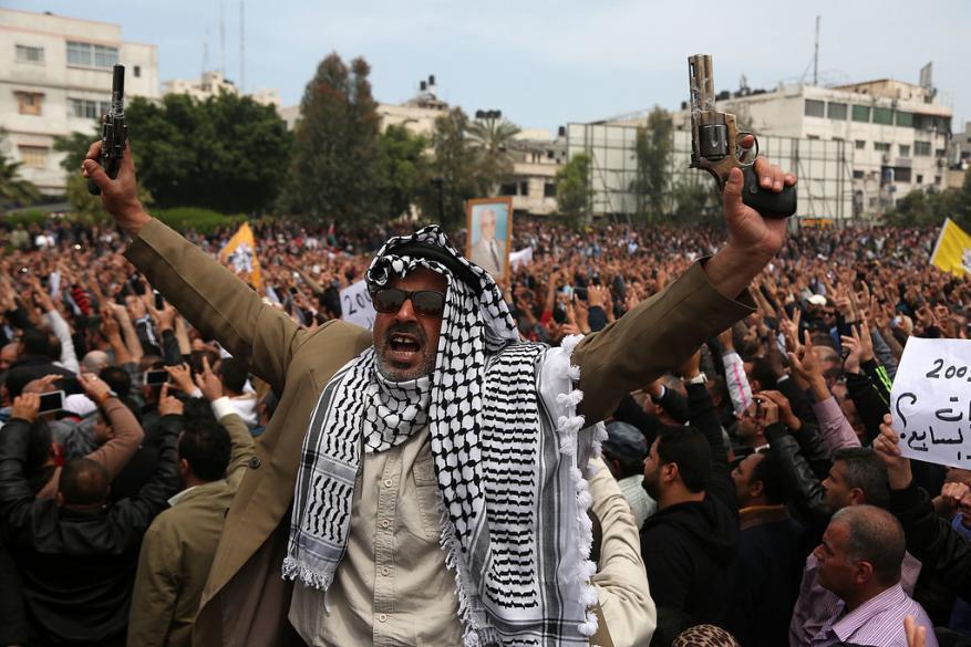 غزة أمام حرب الأزمات.. فما الذي يحاك لها؟