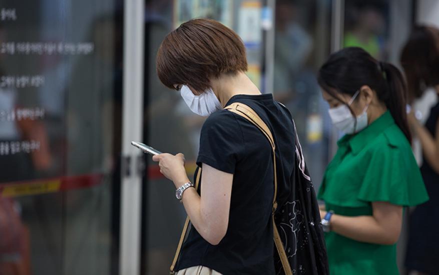 إدمان الهواتف الذكية مرتبط بآلام الرقبة والظهر