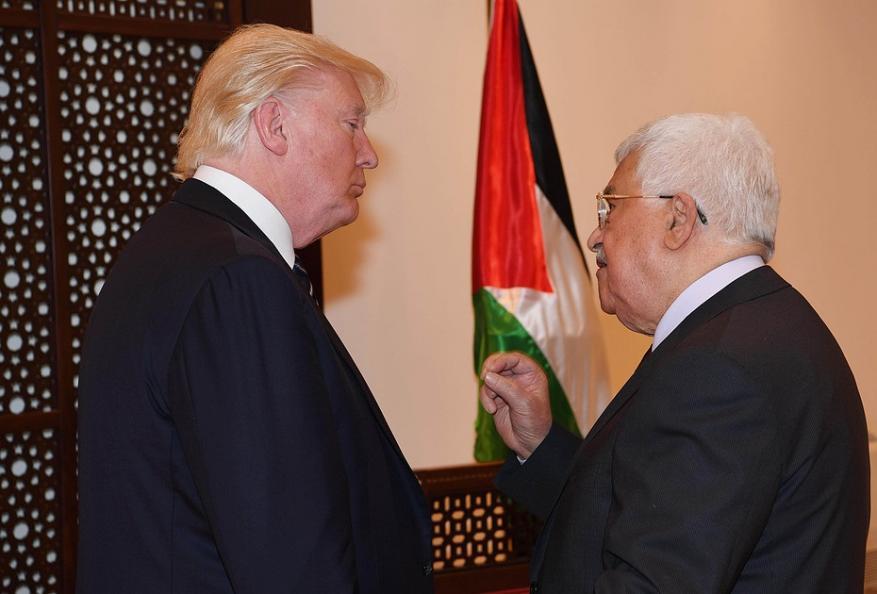 عباس يسعى لوأد غزة بإجراءاته الاجرامية.. فماذا فعل؟
