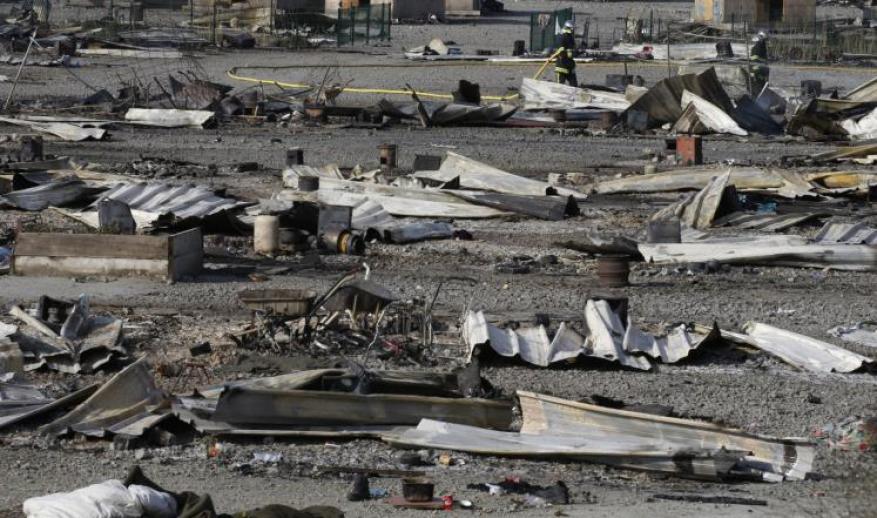 حريق كبير يدمر مخيما للمهاجرين شمال فرنسا