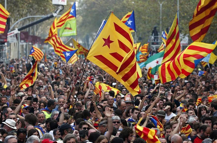 تظاهرات مليونية لمؤيدي انفصال إقليم كتالونيا عن إسبانيا