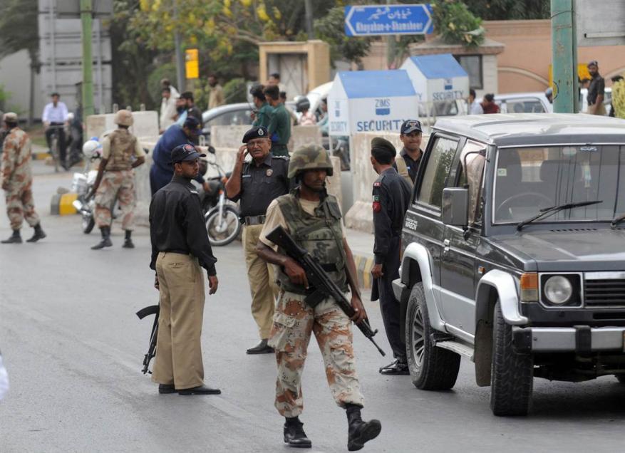 عشرات القتلى بتفجير مزار صوفي جنوب باكستان