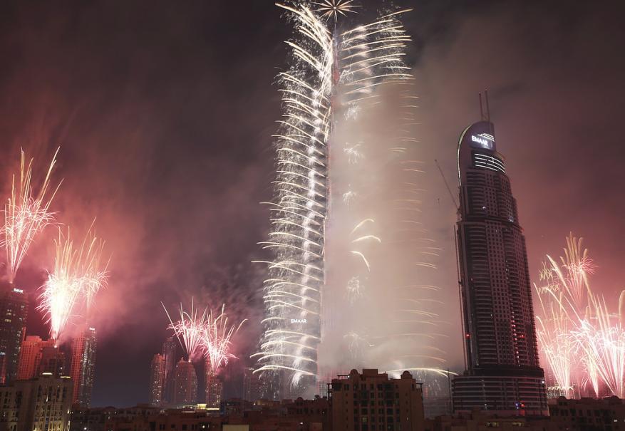 40 مليون جائع عربي يتمنون لقمة من مليار ونصف حرقتها دبي ليلة رأس السنة