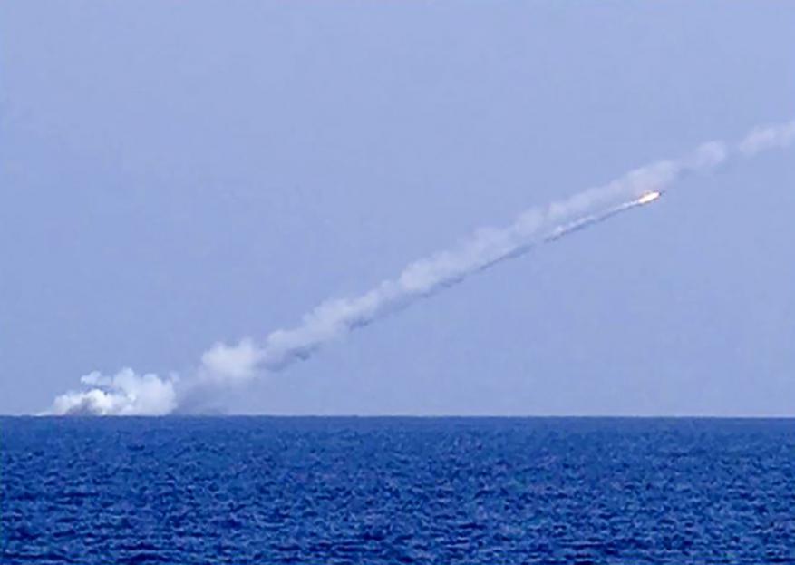 الجيش الروسي يقصف أهداف بدير الزور من البحر المتوسط