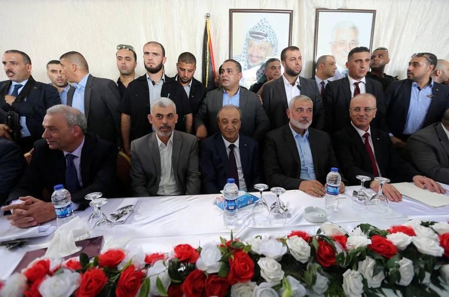"""هل تحقق المصالحة الفلسطينية مطالب الشعب أم مجرد """"شو"""" إعلامي؟"""