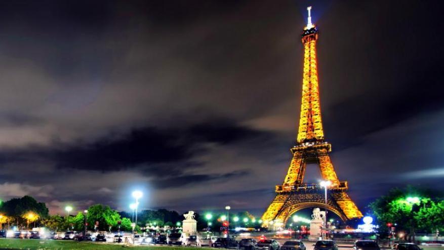 سبب غريب.. لماذا يُمنع تصوير برج إيفل ليلاً؟