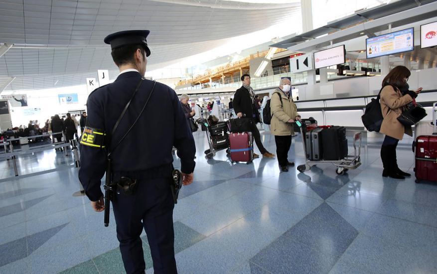 في اليابان.. تُعامل حقائب السفر أفضل من معاملة المسافرين في المطارات العربية !