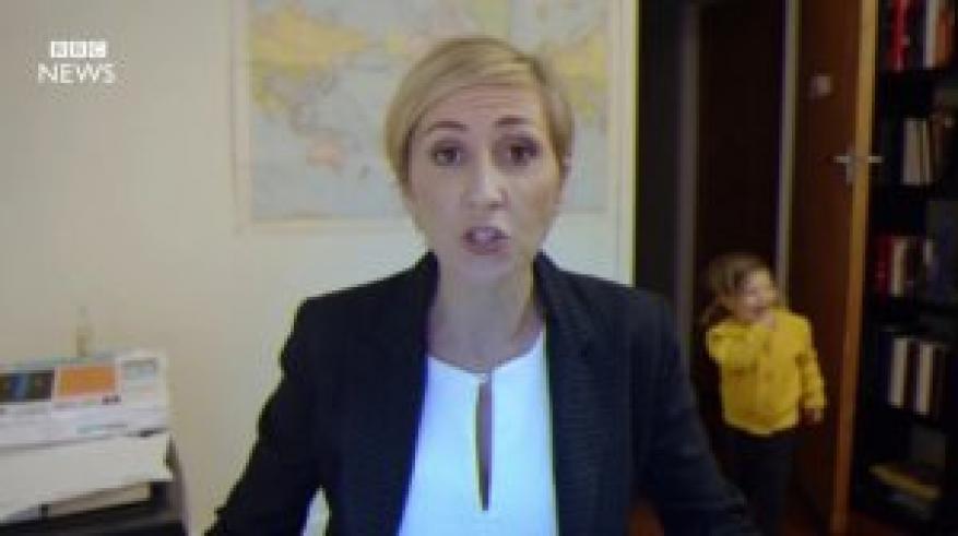 فيديو يحصد ملايين المشاهدات لسيدة تقلد ما حدث في BBC