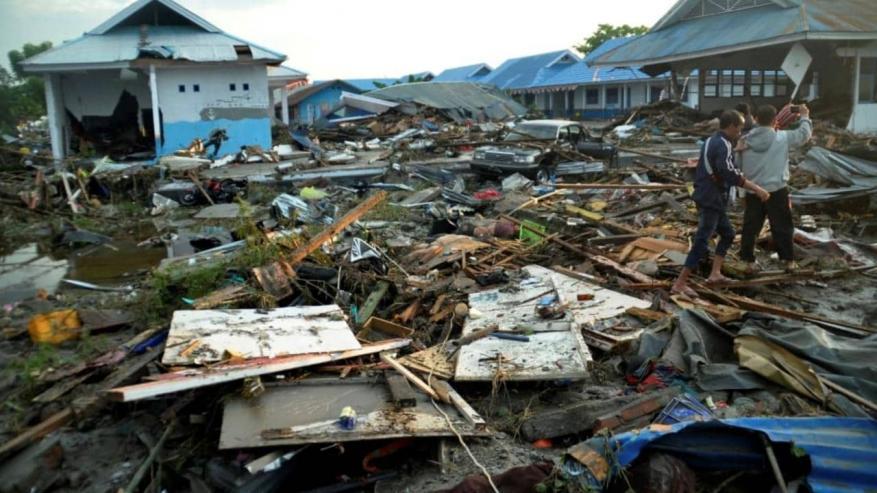 ارتفاع حصيلة ضحايا تسونامي إندونيسيا إلى 1558 قتيلا