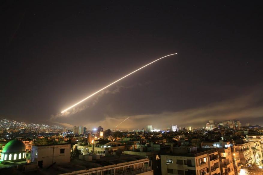 رئيسة وزراء بريطانيا تواجه حزب العمال لتبرر الضربات على سوريا اليوم