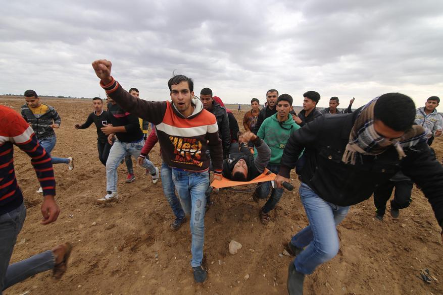 إصابة 9 فلسطينيين خلال مواجهات مع الاحتلال على حدود القطاع
