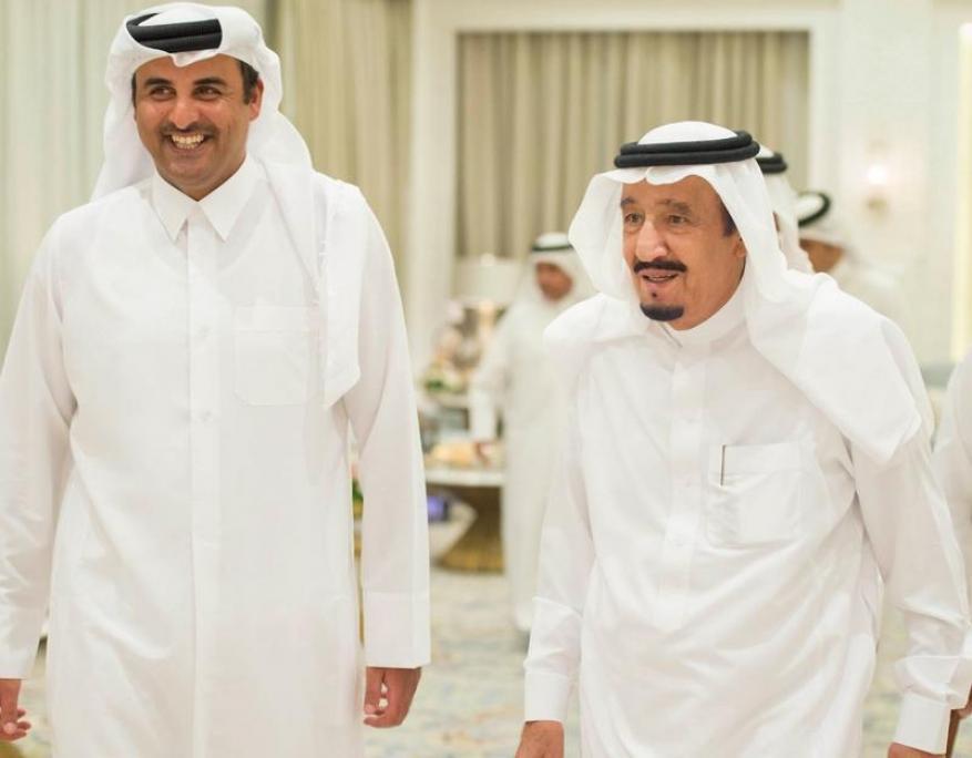 أمير قطر يعزي العاهل السعودي في وفاة شقيقه الأكبر