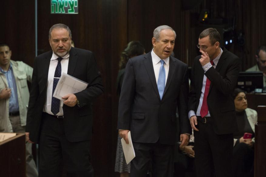 نتنياهو يدعو ليبرمان للبقاء في الحكومة ومواجهة التحديات
