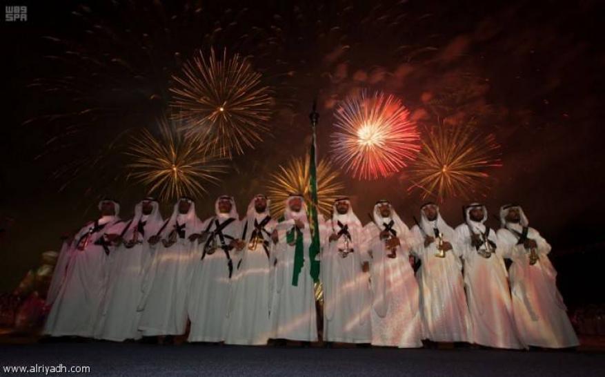 """السعودية تسعى لـ""""غينيس"""" بأكبر علم وأضخم كمية ألعاب نارية"""