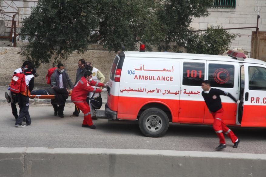 وفاة مسن وإصابة نجليه في حادث سير بغزة