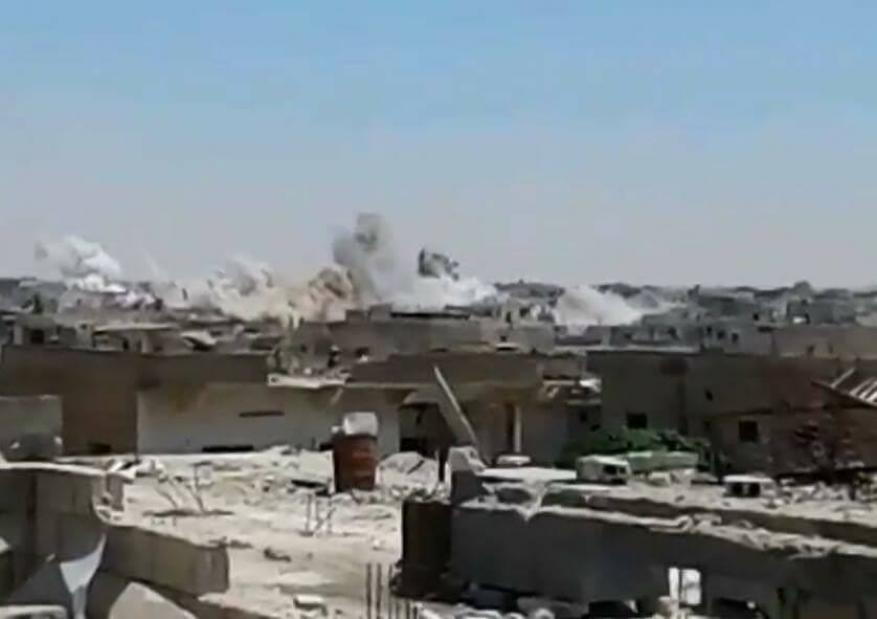 قوات النظام تقصف مخيم درعا للاجئين الفلسطينيين بأسطوانات متفجرة
