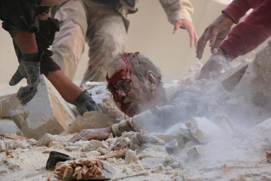 حلب.. حرق وإعدامات ميدانية والعشرات تحت الأنقاض