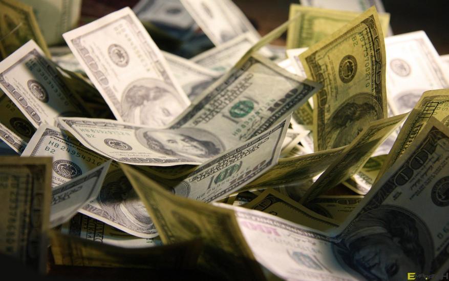 ماهي دوافع حكومة رام الله بخصم ٣٠٪ من رواتب موظفيها في القطاع؟!